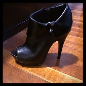 New black open toe heeled ankle booties